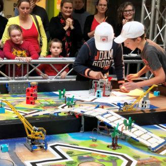 Jonge wetenschappers en zelfgebouwde robotten op de regiofinale FIRST® LEGO® League